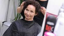 """Eva (52): """"Potřebuji zkrotit neposlušné vlasy""""."""