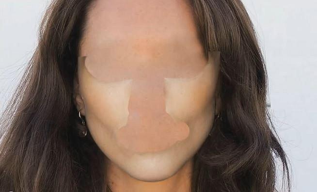 Dokonalé lícní kosti a tvaře patří ženě, o které byste to možná ani neřekli...