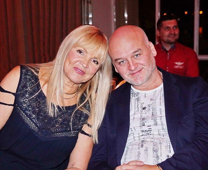 Věra Martinová s partnerem