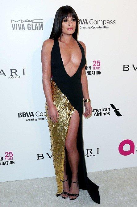 Lea Michele oblékla šaty se sakra velkým výstřihem, který ji ale vůbec nelichotil.