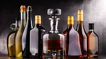 Alkohol: V EU si můžete koupit a převážet téměř vše. Některé zboží však podléhá spotřební dani a je povoleno pouze v omezeném množství. Pro osobní potřebu si můžete pořídit 10 l lihovin a 20 l produktů se středním obsahem alkoholu, 90 l vína a 110 l piva.