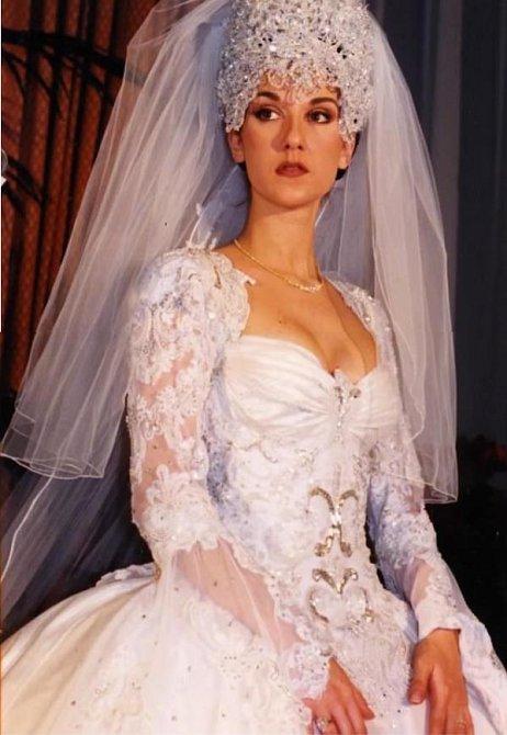 Svatební šaty Celine Dion. Čelenka vážila snad tunu a Celine neslušela.
