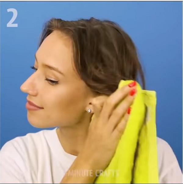 Když si po umytí sušíte vlasy, tak nikdy vlasy netřete o sebe.