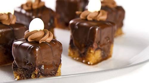 Zlepšete si náladu našimi vynikajícími dortíčky!