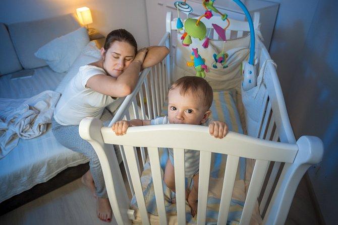 Probdělé noci se mohou stát minulostí. Naslouchejte svému dítěti, sledujte jemné signály a buďete přísná.