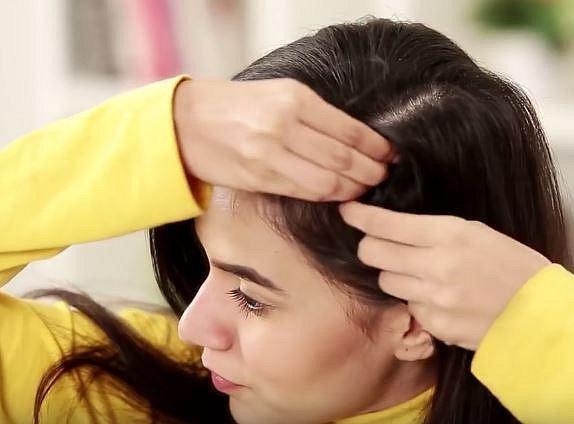 Soda může zastoupit i suchý šampon. Stačí si ji trochu vmasírovat ke kořínkům vlasů.