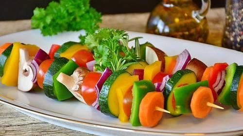 Zeleninové špízy - základ vegetariánské grilovačky