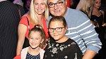 Martin Zounar se současnou partnerkou a jejich dcerami