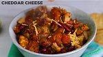 Chilli kuře s fazolemi - Co budete potřebovat: 2 lžíce olivového oleje, 1/2 cibule, 2 stroužky česneku, sůl a pepř, 1 lžíce mletého chilli, 1 uzená chipotle paprička, 1 konzerva sekaných sterilovaných rajčat, 1 konzerva sterilovaných ...