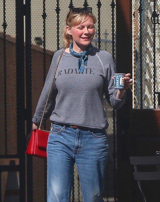 A Kirsten Dunst v reálu bez make-upu a úprav ve photoshopu