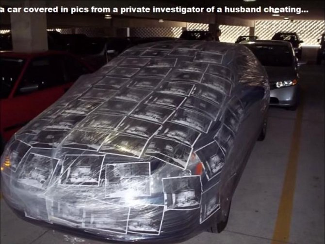 Další kreativní pomsta. Na autě najdete fotografie muže, který svou ženu podvádí.