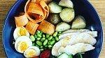 Vyvážený jídelníček, kdy se drobné hříchy střídají se zdravou stravou, jsou ideální.