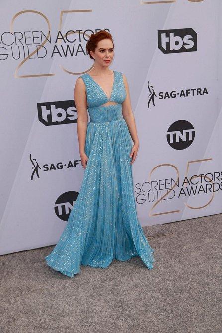 Elisabeth McLaughlin zvolila šaty v barvě, která příjemně kontrastovala s jejími vlasy.