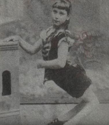 Byla hvězdou cirkusu, se kterým vystupovala po celém světě. Po čtyřech letech se ale rozhodla cirkus opustit a vrhla se na studium.