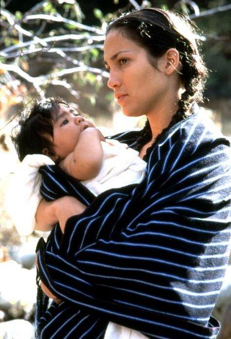 25 let - Jennifer Lopez debutovala v roce 1987 ve filmu My Little Girl, ale snímek z něj nejde dohledat, tak vám nabízíme tento, který pochází z roku 1995 a jde o její první větší roli ve filmu Moje rodina (My Family)