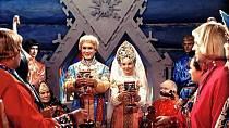 Nejedlá hostina - Režisér také nakázal všechny dobroty na svatební hostině v závěru pohádky natřít petrolejem, aby herci během natáčení neujídali a záběry se tak mohly opakovat, dokud nebyl Alexandr Rou s výsledkem spokojen.