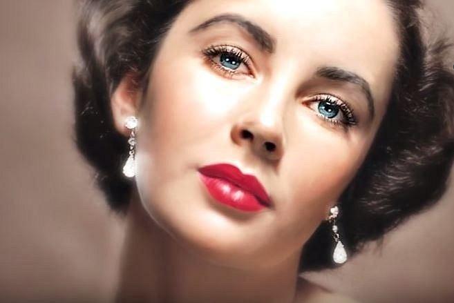 8. Elisabeth Taylot - Tato herecká star se narodila s dvojím pruhem řas na každém oku. Nejedná se o nic závažného, naopak husté řasy byly pro herečku přínosem.