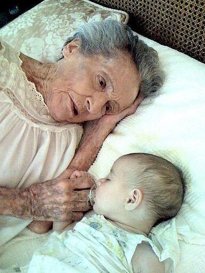 Eve a Arrow Marie dělí přesně 102 let a 120 dní