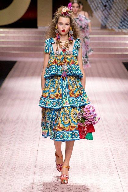 Móda od Dolce a Gabbana je nepřehlédnutelná.