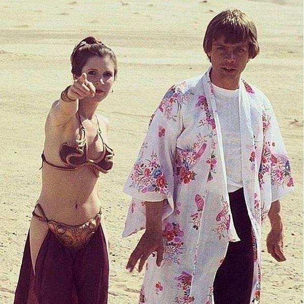 Mark Hamill si během natáčení Star Wars půjčil župánek Carrie Fisher.