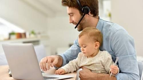 Práce z domova. Výtaný benefit zaměstnání.