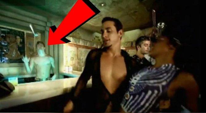 Do role Mikea byl obsazen, protože si ho vyhlédl šéf castingu, když viděl jeho žhavé tělo ve videoklipu Rickyho Martina k písni 'She bangs', kde si Tatum rovněž hodil pidi roličku.