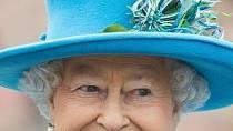 Královna Alžběta II. má pod palcem velkou Británii a všechny země Commonwealthu.