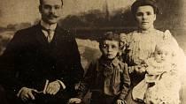 Co nejdřív do postele: Zřejmě proto, aby měli od dětí klid, ukládali je rodiče ve viktoriánské době už před šestou hodinou večerní. A děti musely ležet a nehýbat se! Tohle pravidlo by jistě rád uplatnil i nejeden současný rodič.