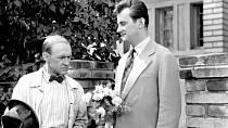 Jiří Sovák a František Filipovský ve snímku Muž v povětří (1955)