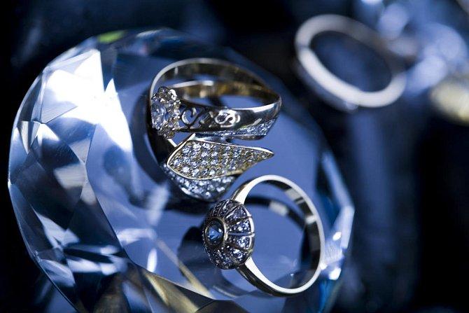 Ilustrační foto - Vyleští diamanty a zašlé stříbro