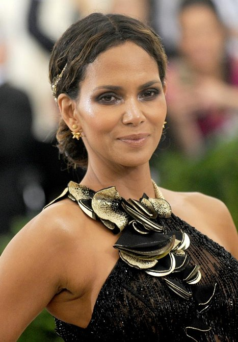 Halle Berry - Nar. 14. 8. 1966 Cleveland, Ohio, USA