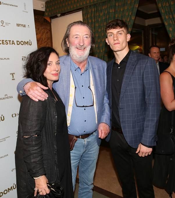 Bolek Polívka má s manželkou Marcelou tři děti.