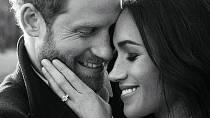 """V zásnubním prstenu jsou zasazené diamanty ze soukromé sbírky Harryho matky Diany. Princ tak chtěl Meghan vynahradit to, že se s jeho tragicky zesnulou matkou nikdy nesetká. """"Je to krásné a dojemné gesto, díky tomu cítím, jako by tu byl..."""