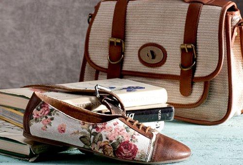 f0e444af0d3 Prázdninová móda je vzdušná a lehká a pro obuv to platí dvojnásob. K moři  se dokonale hodí barevné plážové žabky s extravagantnějšími detaily v  podobě ...