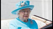 Královna Alžběta II. přijela mezi manžela, který se rozhodl, že se vzhledem k horšícímu zdraví už nebude účastnit společenských akcí. Prince Philipa jsme mohli zřejmě naposledy vidět na svatbě Harryho a Meghan.