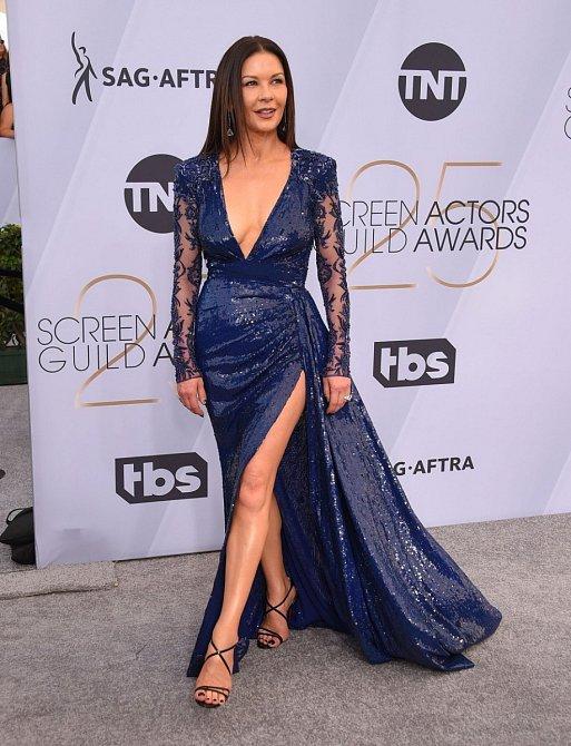 Catherine Zeta-Jones vypadala fantasticky. Jen úsměv začíná být strnulý.