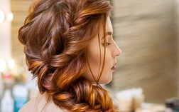 Účes z polodlouhých vlasů