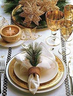 Zlatá barva se k Vánocům skvěle hodí. V kombinaci s kousek lesa je dílo dokonalé.