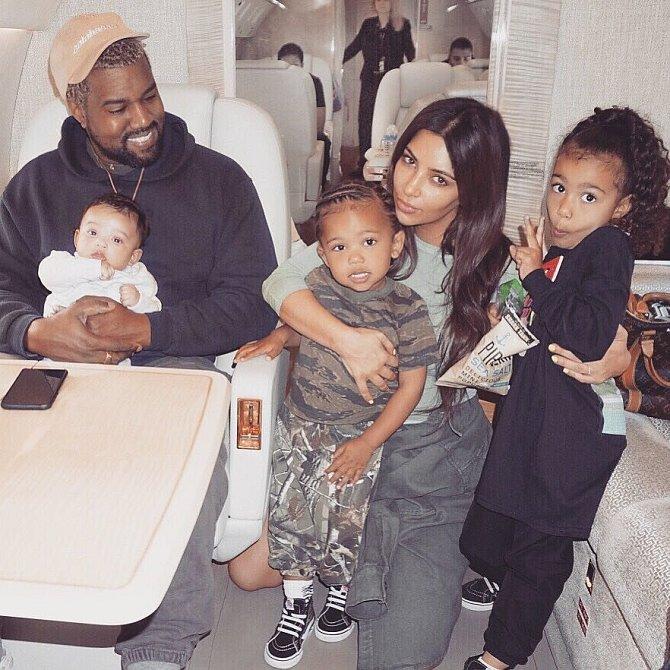 Kim Kardashian s rodinou
