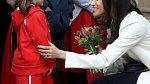 Vévodkyně Meghan se ráda setkává s lidmi a povídá si.
