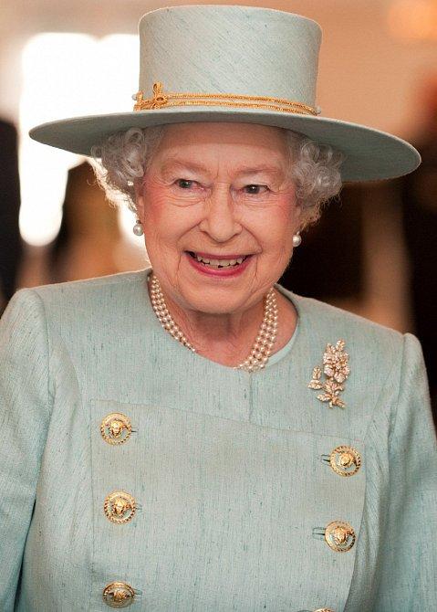 Nejdůležitější žena Velké Británie se údajně ani nezdráhá vystřelit si sama ze sebe.