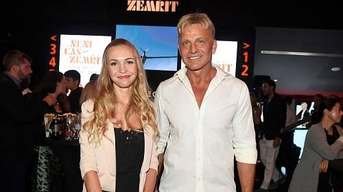 Martin Maxa vyrazil na premiéru s krásnou blondýnkou.