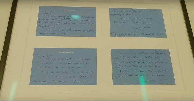 Na toaletě pro hosty má Michael vystavené originály dopisů od Jackie Kennedy, které vydražil v aukci.