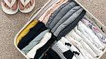 Na internetu lze najít přesný návod na skládání každého kusu prádla. Svůj systém mají ponožky i šaty.