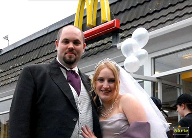 Tento pár se v roce 2013 bral přímo v řetezci McDonald v Anglii
