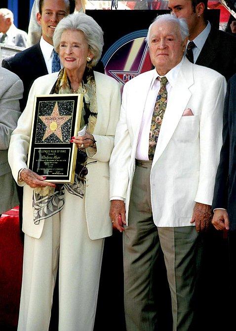 """Bob Hope - když se jeho žena Dolores zeptala: """"Kde bys chtěl být pohřbený?"""" Bob odpověděl: """"Překvap mě."""""""