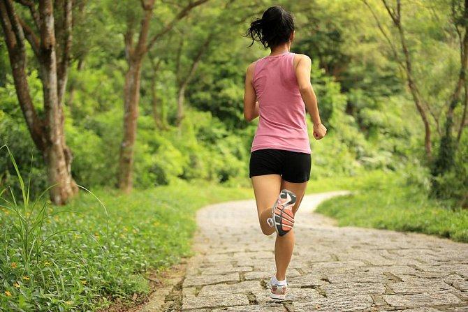 Ilustrační foto - běžící žena