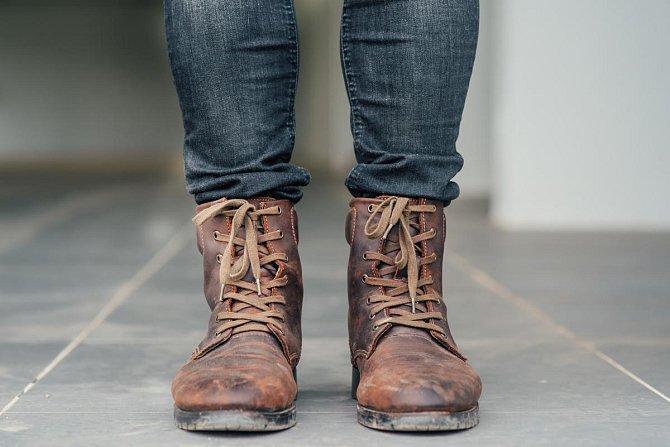 Ilustrační foto - Odstraňuje z kožených bot škrábance