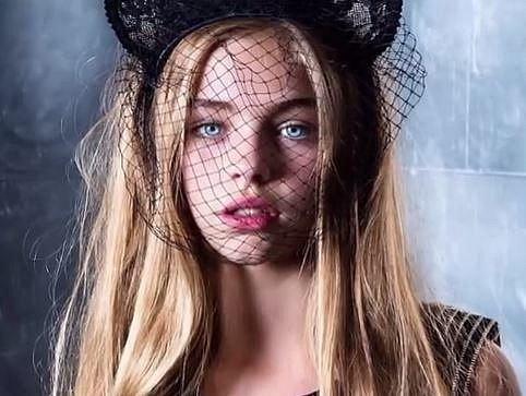 Jade Weber - Tato dvanáctiletá malá kráska pochází z Hongkongu a nyní rozjíždí kariéru modelky a herečky v USA. Je také velmi úspěšná na sociálních sítích, na instagramu ji sleduje přes 350 tisíc lidí.