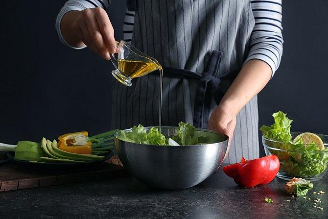 Lněný olej má lahodnou oříškovou chuť.